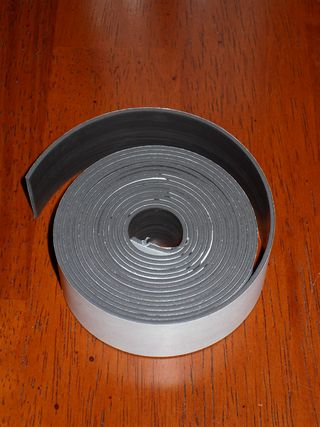 Magnetic tape strip